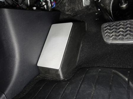 Toyota Land Cruiser 150 Prado 2017-Накладка площадки левой ноги (алюминий 4мм)